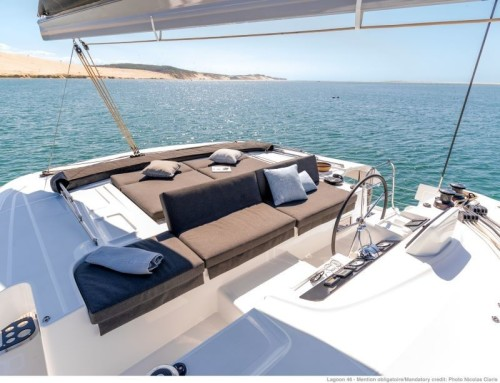 Location_catamaran_lagoon_46_flybridge