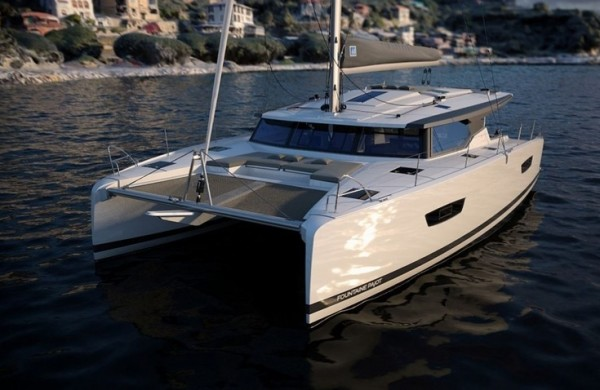 Astrea_42_Location_catamaran_Astrea_42_pont